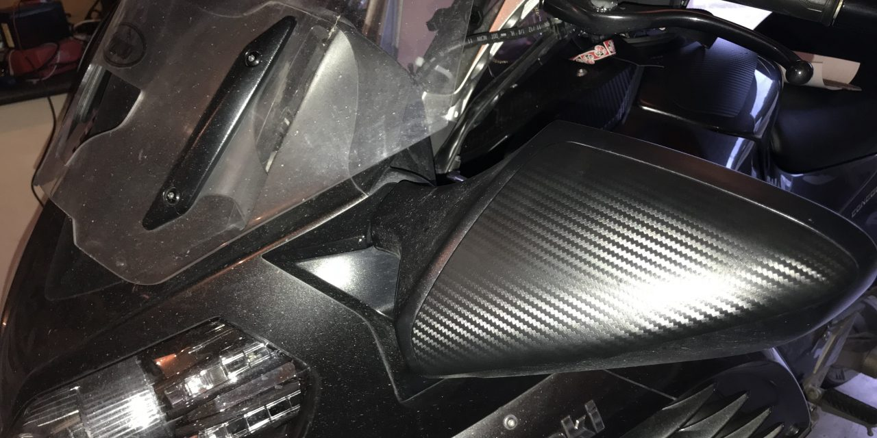 Carbon (vinyl) wrapping mirror covers.